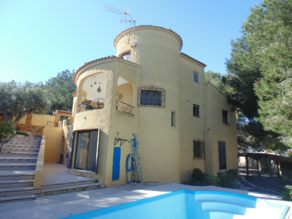 Spanish Finca Style 6 Bedrooms 4 Bath Detached Villa with Swimming Pool