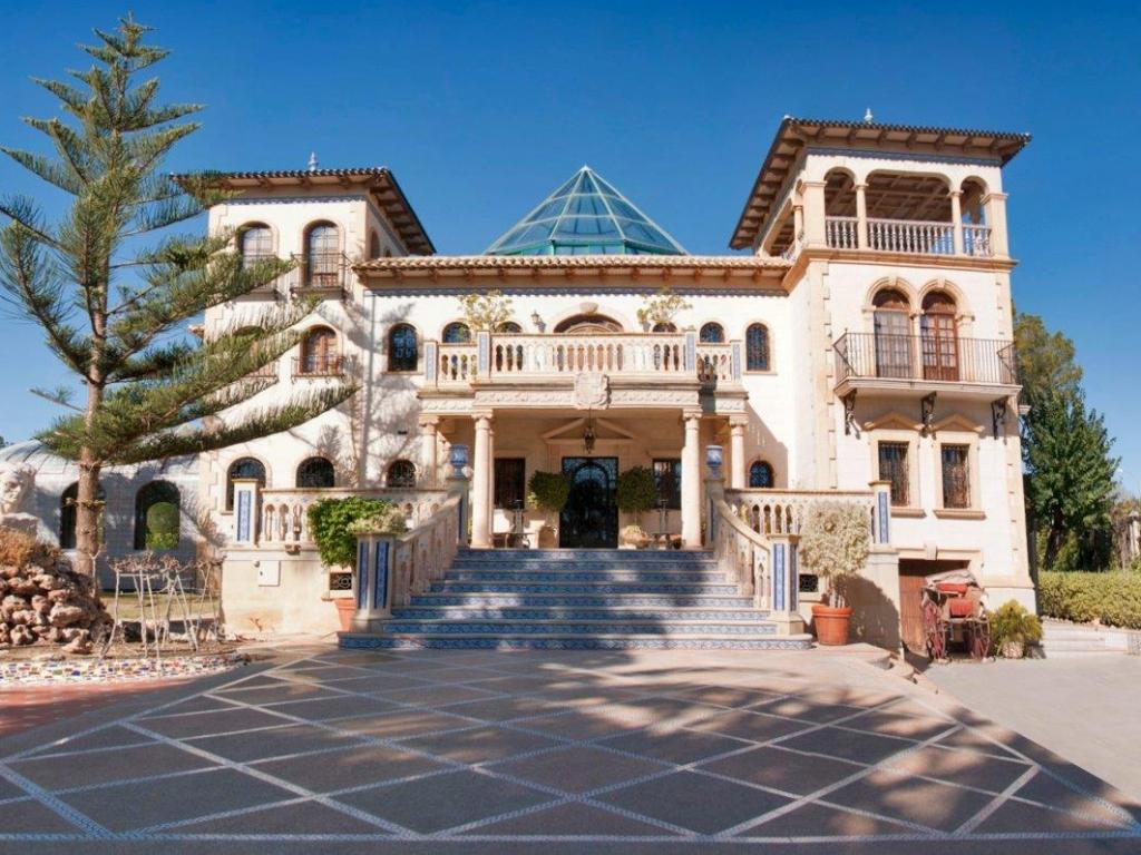 Iconic Andalusian Designed 5 Bedroom 5 Bath Villamartin Villa